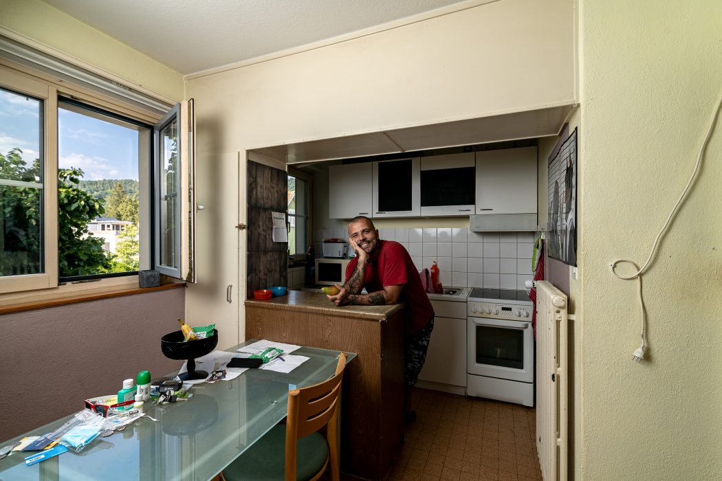 man_.kitchen_pear